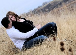 1121879_couple_in_love_in_the_grass_2.jpg
